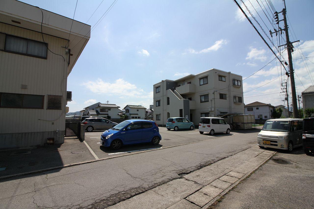 プレタメゾン国府月極駐車場(^^♪☆★広くて止めやすいです(^^♪
