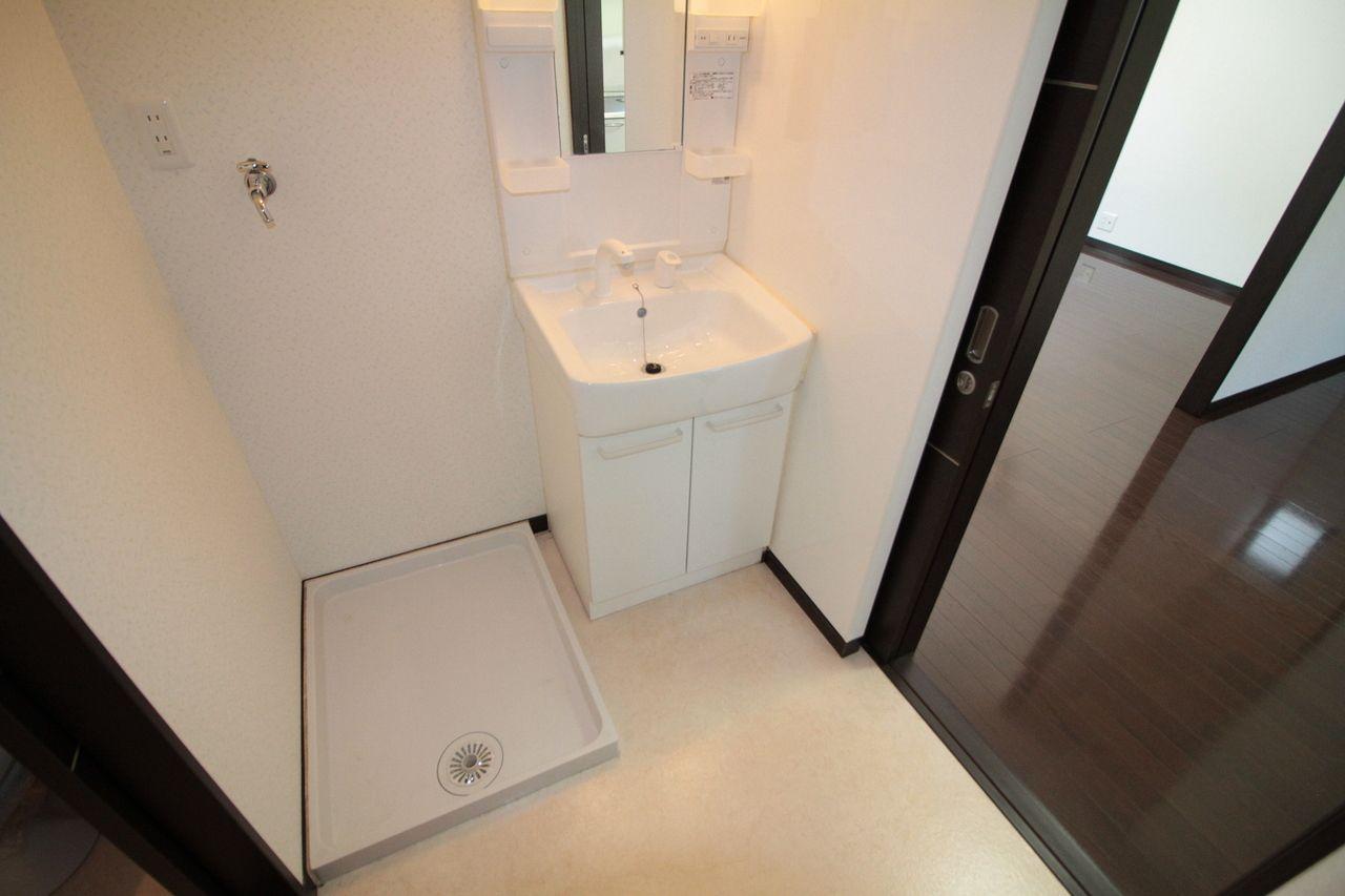 石井町 ホワイトホーム洗面台